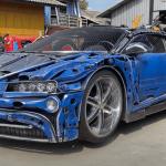 Bugatti Chiron og ein 9 metur høgur Transformers úr ruskjarni.